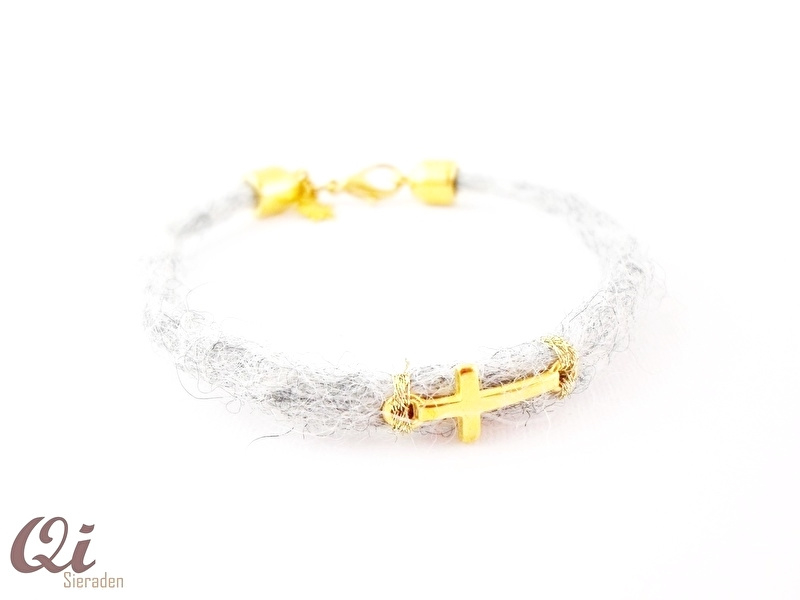 Armbandje vilt 'cross'