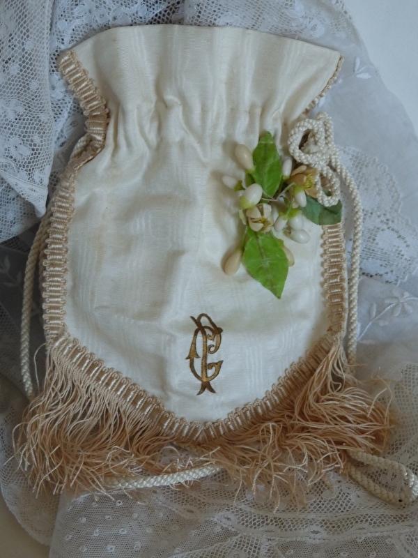 bruidstasje met wasbloemetjes