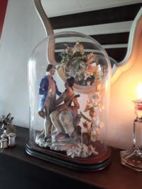 Vintage stolp met verliefd paartje