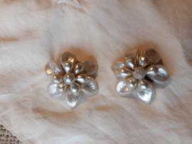Vintage oorbellen bloem