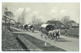 Ansichtkaart – Een bruiloftstoet in Twentsche - 1941