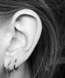 Bohemian style oorringetjes double dots (zilver)