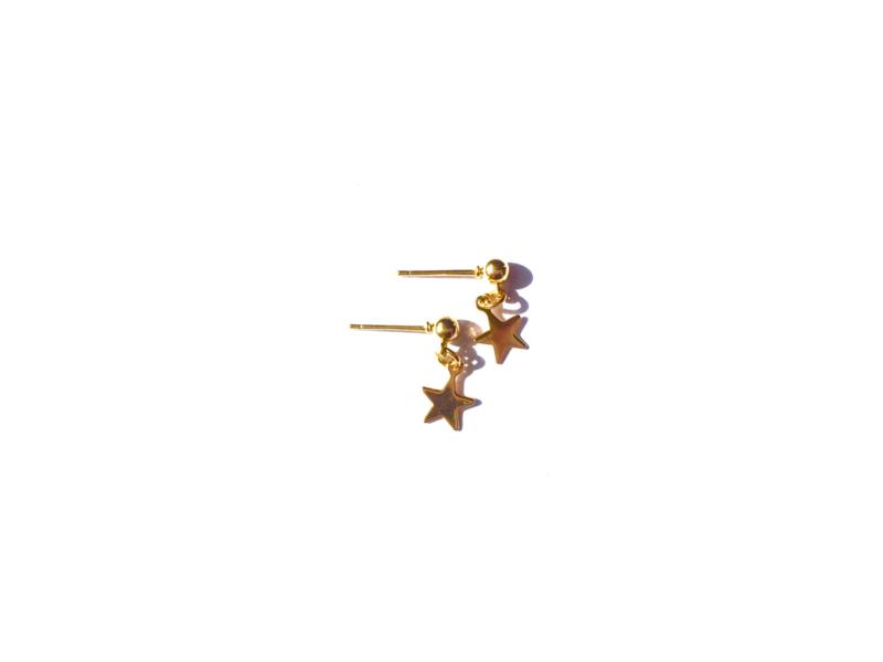 Oorbellen dot met bedeltje ster (goldplated)