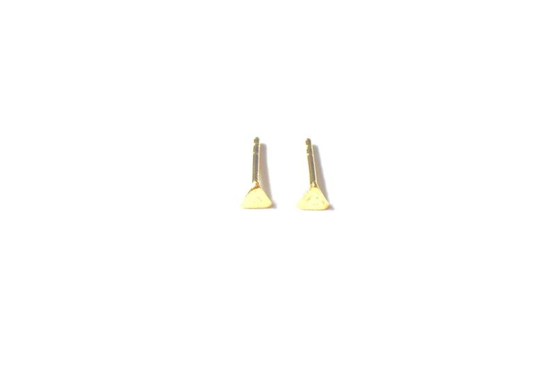 Oorknopje stud driehoek 4mm (PER STUK)