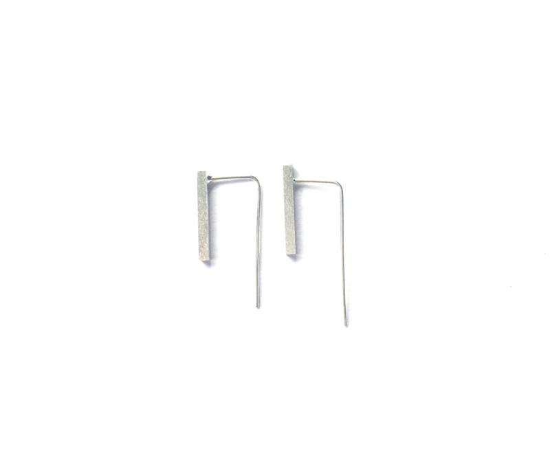 Long bar oorbellen 'vierkant' (mat sterling zilver 925)