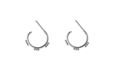 Tibetan style oorringetjes met dots (zilver)