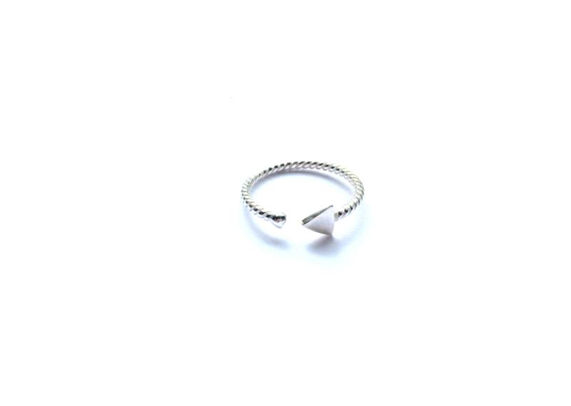 Ring driehoekje en balletje (sterling zilver 925)
