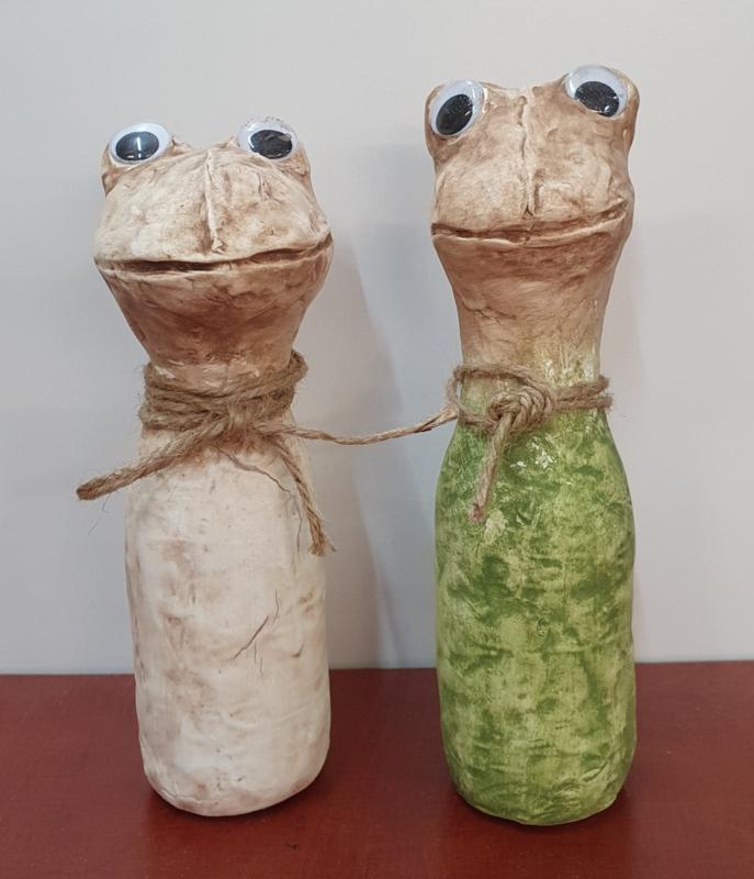 2 kikkers op flesje