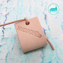 Big Labels 8 cm x 3 cm met Leren Veter Handmade met bolletje Wol