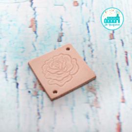 Vierkant Leren Label met een Roos 3,5 cm x 3,5 cm