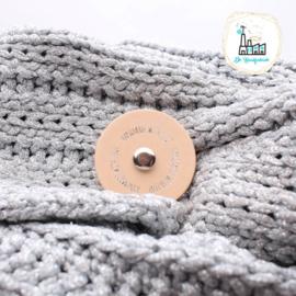 Sjaalsluiting naturel met zilveren opdruk Handmade with love
