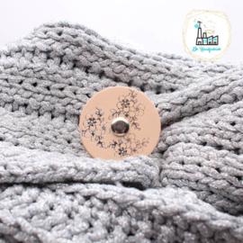 Sjaalsluiting naturel met zilveren opdruk Bloemen
