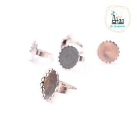 Metalen vingerring met mooie setting met schulp randje voor platte steen 20 mm