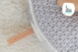 NATUREL LEREN LABEL LOVE LIVE AND ENJOY EVERY MOMENT VOOR POEF HANDMADE JOLIE