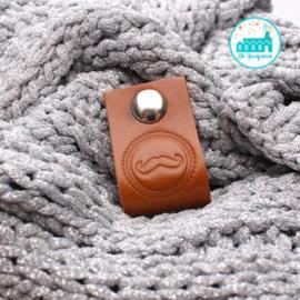 Big Labels with Push-Button Cognac 10 cm x 3 cm 'Moustache'