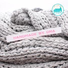 Strijk label Handmade by oma wit met roze