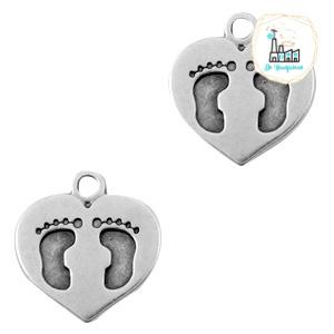 Bedels DQ metaal hart met voetafdruk Antiek zilver 15 x 14mm