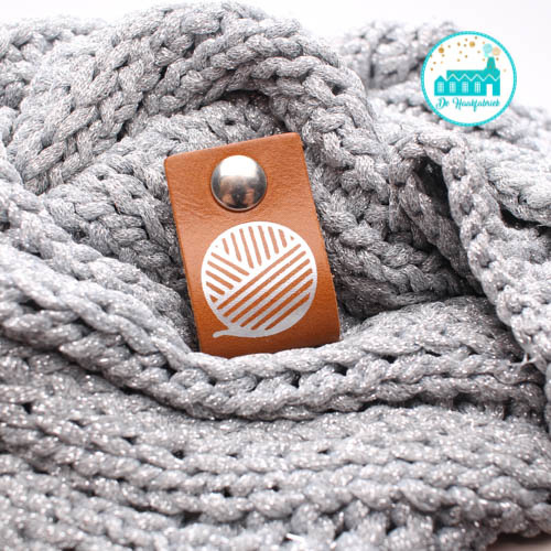 Big Labels with Push-Button Cognac 10 cm x 3 cm  with sphere 'Wool'