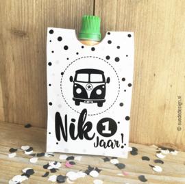 Traktatie knijpfruit wikkel 'Retro Bus' DIY