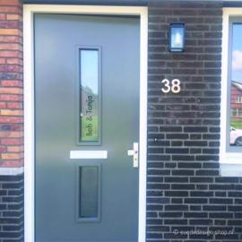 Raamsticker 'Huisnummer + namen'