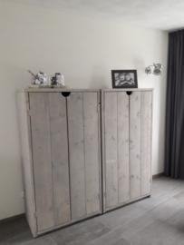 Kast van nieuw steigerhout in de Grey wash