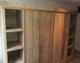 Kasten in oud en nieuw steigerhout.