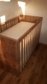 Baby bedje van oud steigerhout