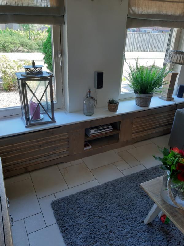 Radiatorombouw van oud steigerhout met een Mdf vensterbank
