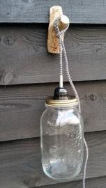 wandlamp met stoer zwart strijkijzersnoer