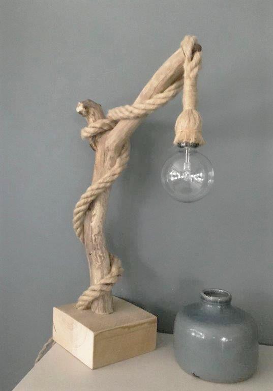 lamp met dik scheepstouw