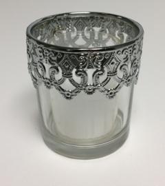 Glas met metalen sierrand