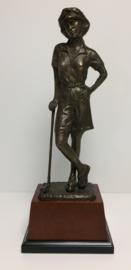 Golfspeelster brons op sokkel