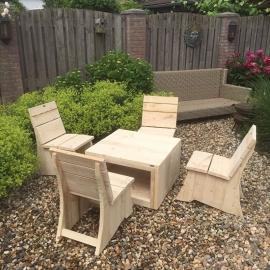 Tuinset (tafel met 4 stoelen)