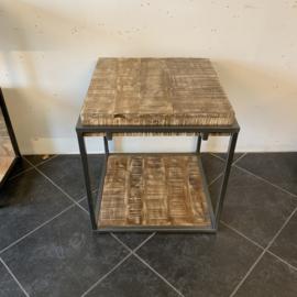 Bijzet tafel robuust vierkant
