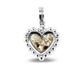 809 S  Zilveren hart bedel met parelrand.