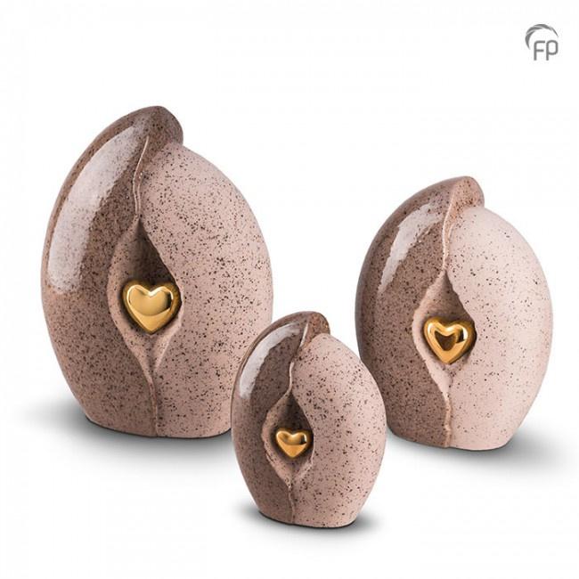 Keramische urn, bruin/beige met gouden hart.