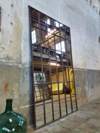 XL Industriële Spiegel R218x135