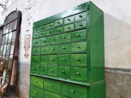 Groene Ladenkast | 42 Laden