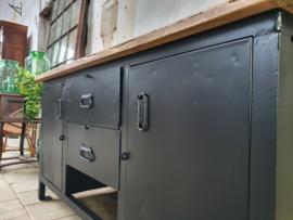 Industriële Mat Zwarte Werkbank   XIV