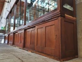 Antieke Duitse Vitrinekast   6 Meter