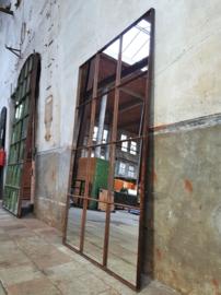 XL Industriële Stalen Spiegel   R201x128