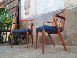 2x Blauwe Leren Patijn Stoelen | Dutch Design