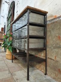 Industrieel Stalen Dressoir | 12 Kistjes