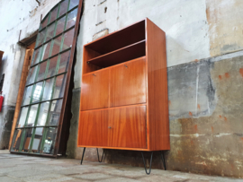 Retro Design Highboard | Hairpins