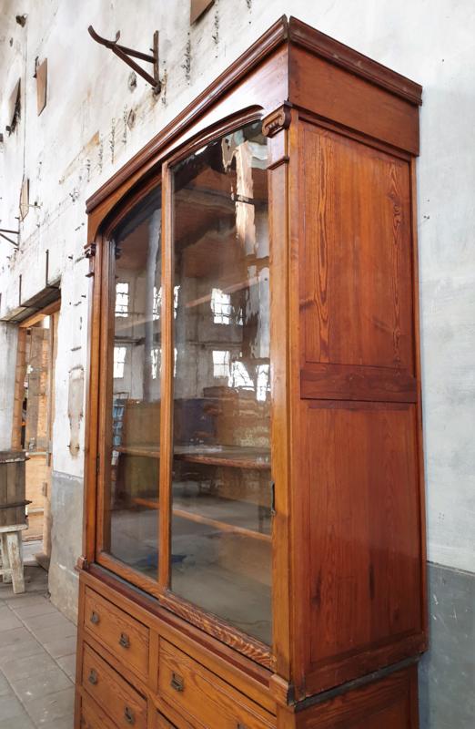 Antieke Belgische Vitrinekast Kasten Pakhuis Noord
