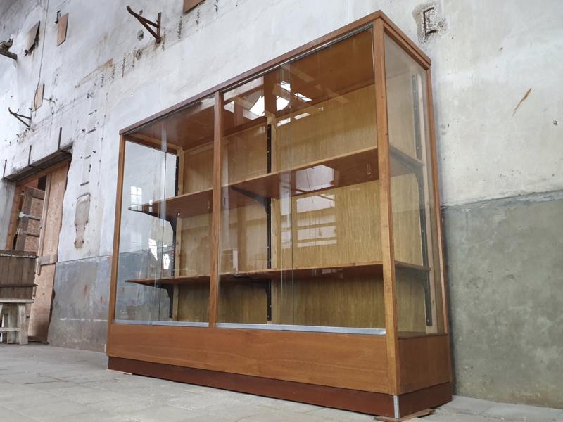 Grote Glazen Vitrinekast.Vintage Vitrinekast Winkelkast Winkelinrichtingen Pakhuis Noord