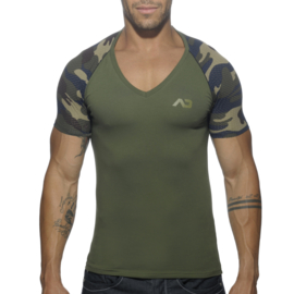 Addicted Ranglan V-Neck T-Shirt Camouflage-Groen