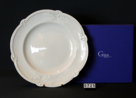 Gien: model :Rocaille-  Ontbijtbordje 23 cm ( + nog een diepbord)
