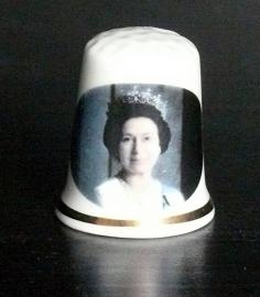Vingerhoedje Queen Elizabeth  porselein