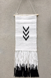 MULTI V WALLHANGING MEDIUM